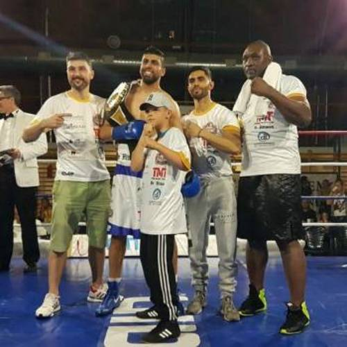Boxing dentist wins title