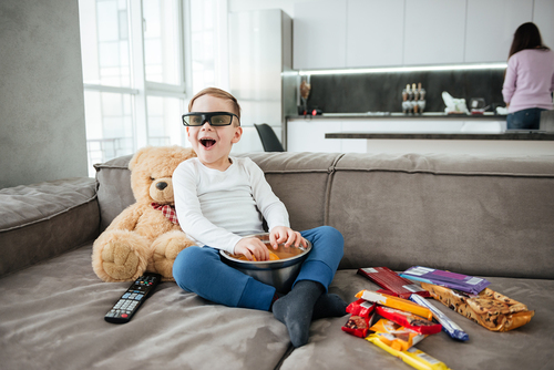 TV watching linked to sugar consumption and rotten teeth in children